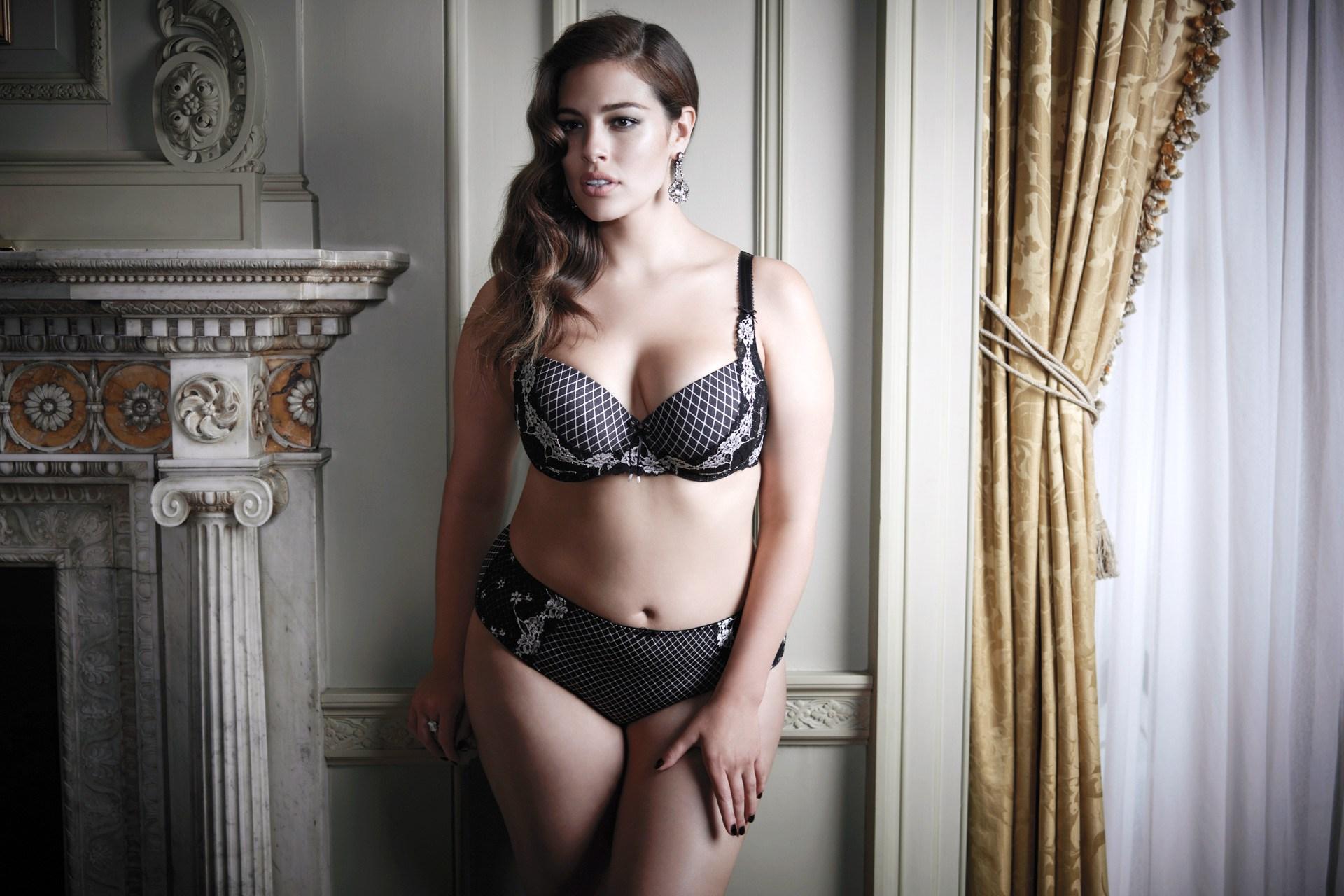 Ashley-Graham-10-Vogue-30Sept14-pr_b